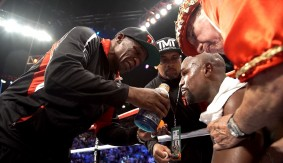 Video – All Access: Mayweather in His Corner Before Round 12