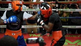 Video – All Access: Mayweather Spars, Defends Retirement Decision