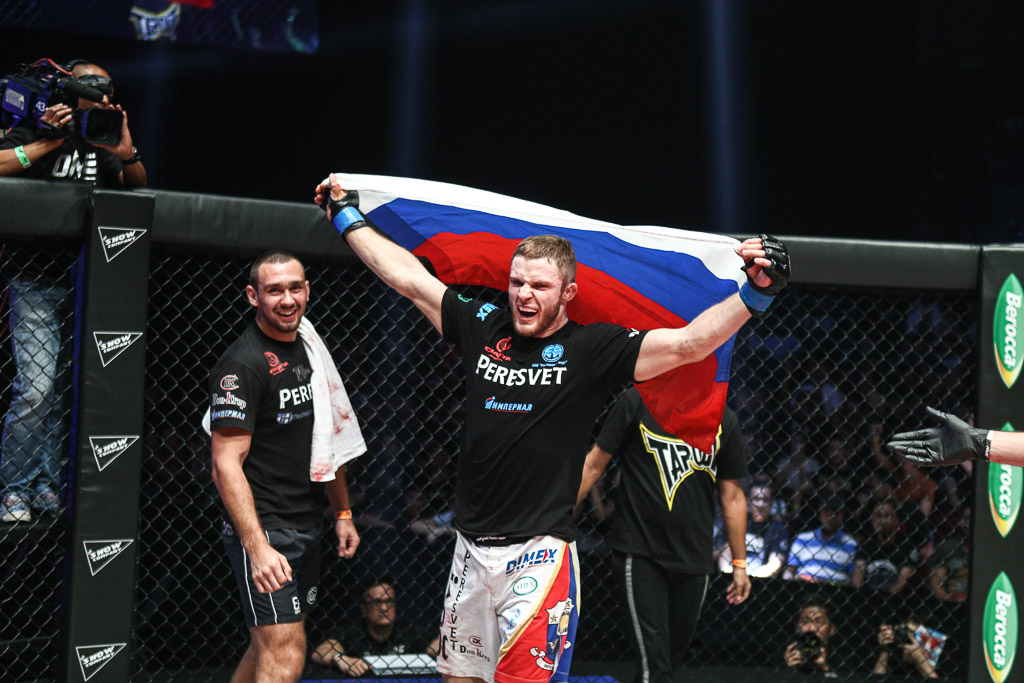 MMA_ONEChampionshipTigersofAsia_VitalyBigdash_IgorSvirid_2015_100915