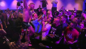 Video – UFC 196: Open Workouts – Conor McGregor Signs Autographs