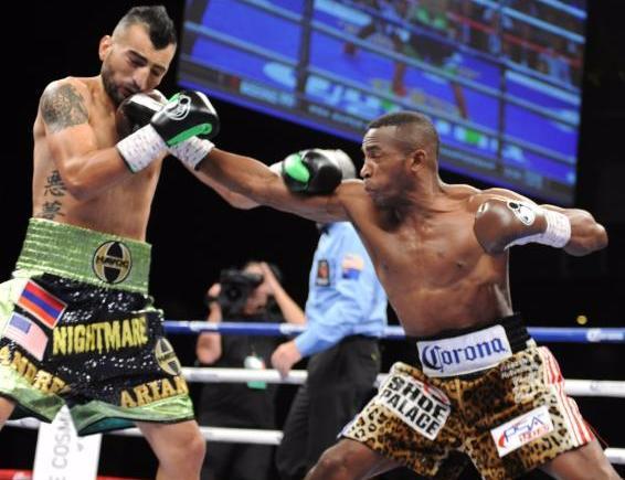 Boxing_MayweatherPromotions_ErislandyLara_VanesMartirosyan