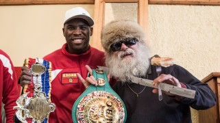 Photos – Adonis Stevenson Serves Food at Soup Kitchen