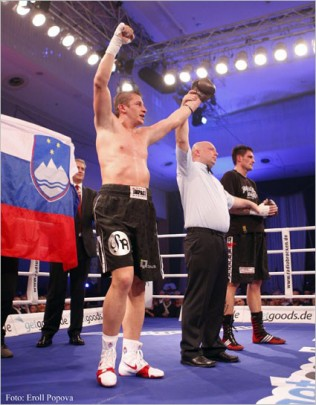 Simcic Retains WBF Title With Decision Win Over Adamek