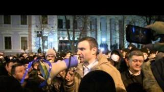 Video – Vitali Klitschko Breaks Up Riot in Ukraine